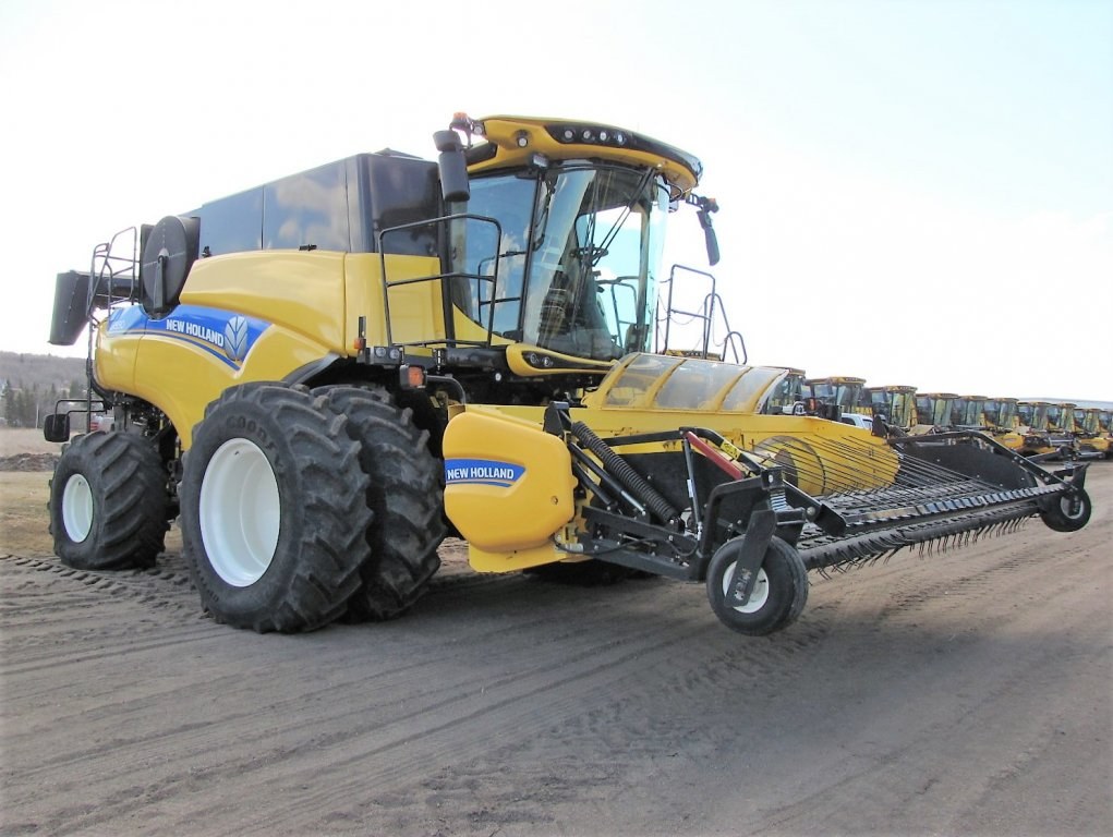 Click to view full image [2015 NEW HOLLAND CR9.90E]
